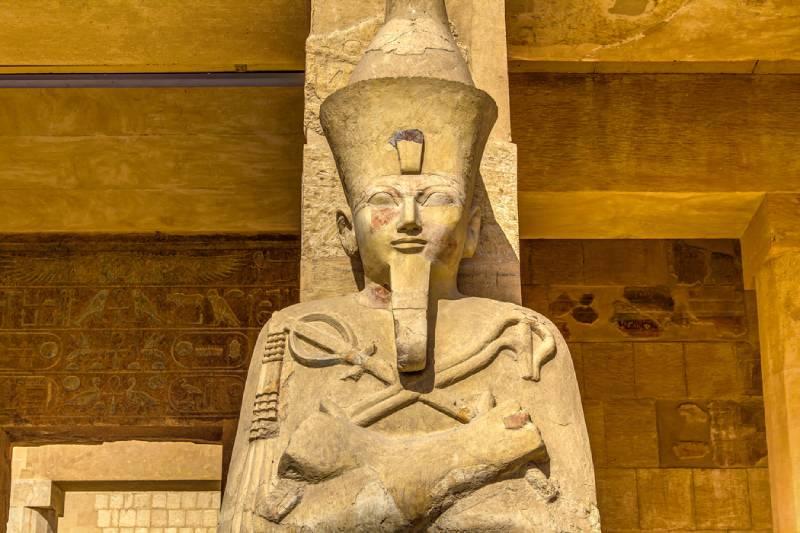 ;a Regina Hatshepsut